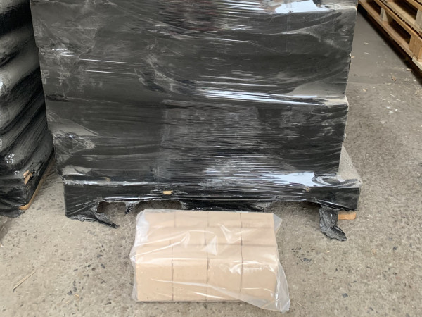 Holzbriketts-Palette-950-kg-im-Sack1